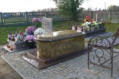 nagrobek sarkofagowy z granitu, pomnik
