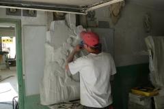 Rzeźbienie płaskorzeźby w kamienu