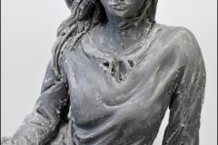 Projektowanie nagrobkow kobieta na lace rzezba (1)