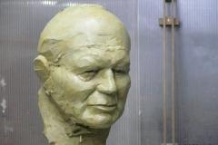 Popiersie podobizna z gliny Jan Paweł II
