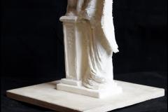 projektowanie nagrobkow rzezba Aniol oparty o kolumne (1)