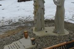 Rzezba kobiety z piaskowca