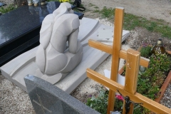 nowoczesna rzezba z kamienia piaskowca c